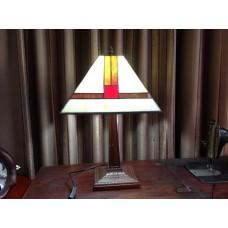 โคมไฟตั้งโต๊ะทำจากStained glass